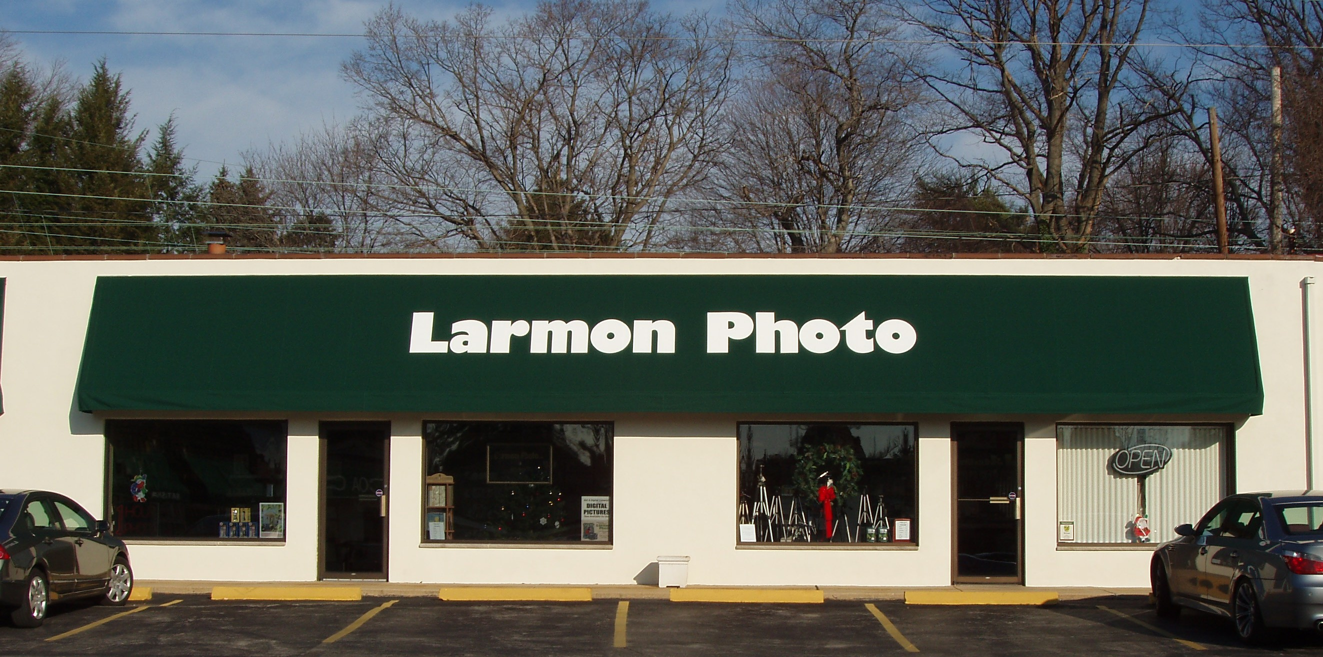 Larmon Photo